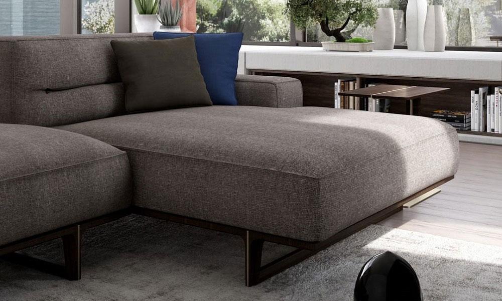 至福の座り心地のカウチは、まるでベッドのようにお寛ぎ頂けます。