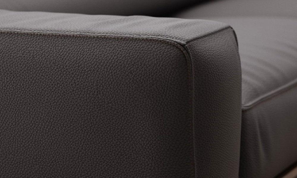 たっぷりとしたアームレストによって、KENDOソファの座り心地の良さが引き立ちます。