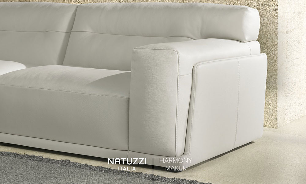 柔らかすぎず硬すぎない、究極の座り心地を実現したソファです。