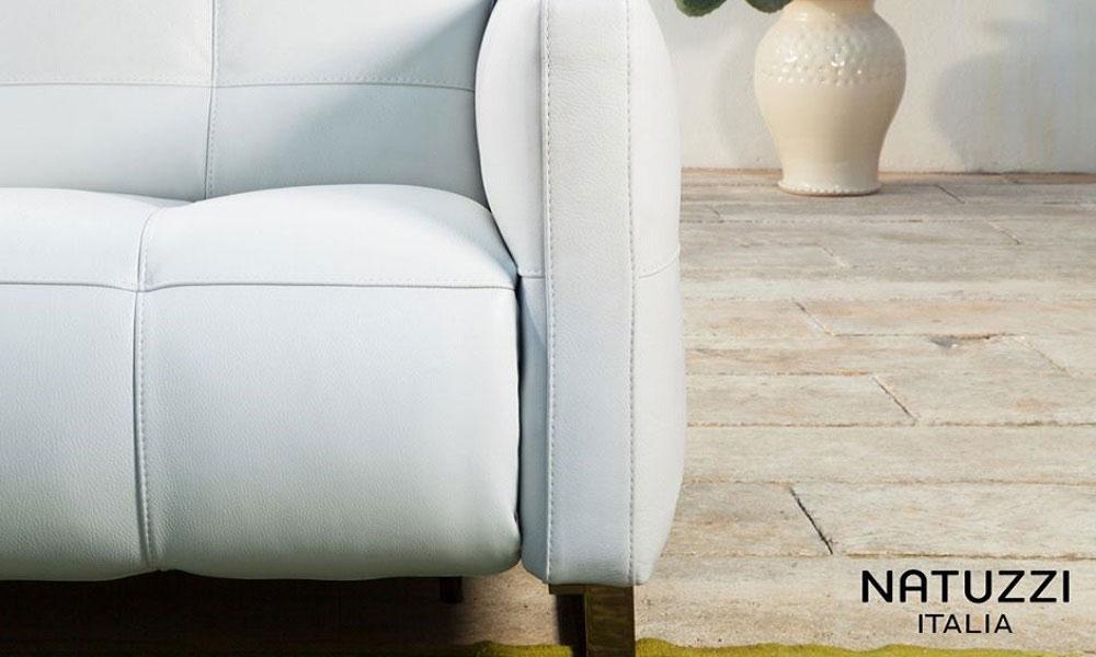 エレガントでふくよかなボディと、すっきりとしたメタル脚のコントラストが美しいデザインです。