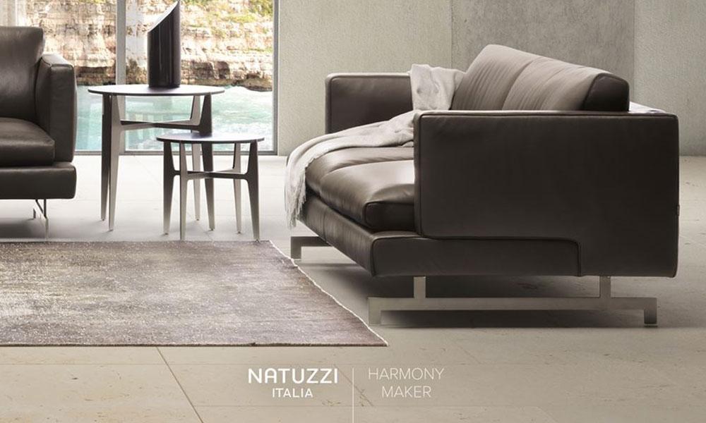 贅沢に使用したフェザーにより、とろけるような至福の座り心地が特徴です。