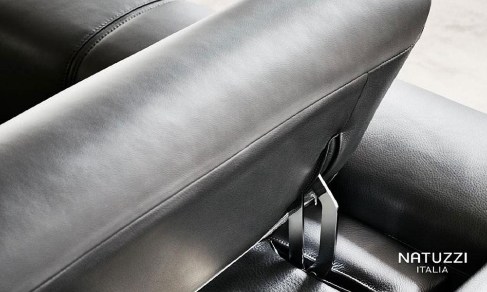 可動式のヘッドレストにより、お好みの位置に調整が可能です。